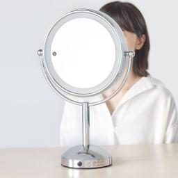 3色調光 LED照明付き 拡大鏡 大型 (ライト付き 卓上ミラー) 径20cmの大型で、等倍鏡と5倍拡大鏡の表裏仕様。