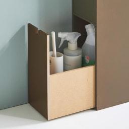 スリム 引き出し トイレ収納庫  4段 深引き出しには消臭スプレーや拭き掃除用のクロスなど、掃除用品が収納できます。