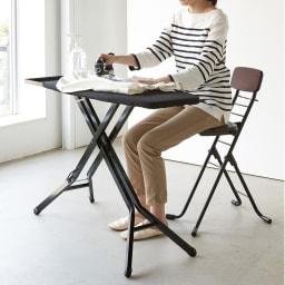 高さが変えられるサポートチェア キッチンでの調理やアイロンがけなど、座ってゆったり作業することができます。