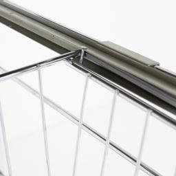 モダンランドリーラック 棚2段スライド引き出し2杯 引き出しにはストッパーが付いており、抜け落ちる心配を防ぎます。