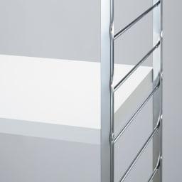 モダンランドリーラック 棚2段スライド引き出し2杯 ホワイト 棚板は3cmの厚さがあり、高級感があります。