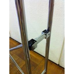 スチール製 幅伸縮ハンガーラック フレーム両サイドをローラーで滑らすことによってスムーズに伸縮できるようになりました。