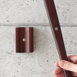 天然木削りだし靴ベラシリーズ ロングタイプ75cm(マグネットタイプ・スタンドタイプ有) (イ)マグネット マグネットタイプはスチール製ドアにピタッとくっつきます。狭い場所でも使い勝手◎。