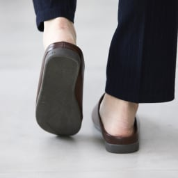 オフィスやタウンユースにも! room's PLUS+/ルームズプラス スリッパ まるで靴のような履き心地です。
