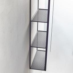 隠し棚付き 壁掛けミラー・ウォールミラー 長方形 幅30.5cm高さ61cm Cubiko/キュービコ [umbra・アンブラ] 棚の幅は約10cm、ちょっとしたグリーンやカギ、DMの一時置きなどに便利です。
