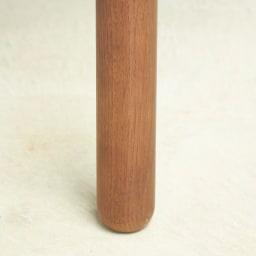 cobrina/コブリナ オーク天然木 ダイニングテーブル 幅89 奥行80cm 脚は丸みの優しい棒材を採用。天然木なら出なのやさしいシルエットが魅力です。