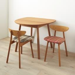cobrina/コブリナ オーク天然木 ダイニングテーブル 幅89 奥行80cm [コーディネート例](ア)ナチュラル  明るい色合いで、インテリアを選ばない定番カラーです。