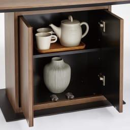 Grigia/グリージア 収納庫付きダイニングテーブル 幅150cm テーブルの土台部分は収納スペースになっています。 食器やティーカップなど収納することができます。