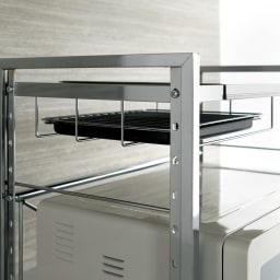 頑丈ステンレス伸縮天板ラック 1段 ワイド ラックは網やトレイが収納可能。