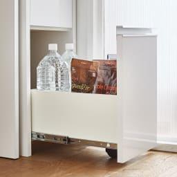 Ymir/ユミル キッチンタワーチェスト収納庫 幅30cm奥行45cm高さ156cm 引出最下段には転倒防止と滑らかな開閉をサポートするキャスターを見えない位置に設置しています。