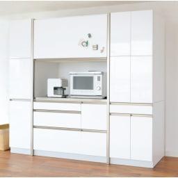Maquina/マキナ ダイニングボード・キッチンボード 幅107cm ホワイト 扉を開けると大きな家電収納部が。大型レンジはもちろん、ミキサーやトースターなどもすっぽり収まるサイズ。