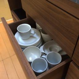 Granite/グラニト アイランド間仕切りキッチンカウンター幅140cm 家電収納付き 中段にはカップや小鉢などのお皿の収納に丁度よいサイズ。