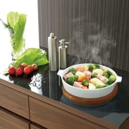 Granite/グラニト アイランドカウンター キャスター付き間仕切ワゴン 黒御影石調メラミン天板 熱に強いので調理中の鍋の一時置きも安心。汚れやキズにも強くお手入れが簡単です。