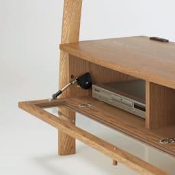 天然木シェルフシリーズ テレビ台 幅135cm[素材:オーク/アルダー] デッキ収納部は出し入れしやすいフラップ式。