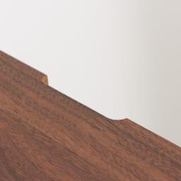 SabioII/サビオ リビング家電収納 サイドボード幅110cm 天板の後方中央には、配線用のかきとり加工があります。
