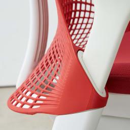 HermanMiller/ハーマンミラー セイル チェア レッド 高さ調整可能なアームは約10cmの高さ調節が可能。