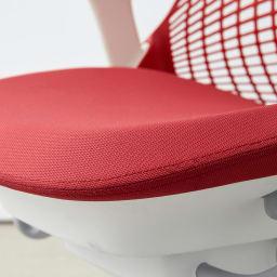 HermanMiller/ハーマンミラー セイル チェア レッド 座面は上質な成形ウレタンクッションを使用