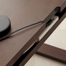 Gulf/ガルフ 格子デザインシリーズ デスク 幅150cm デスク上のコード類は、天板奥の欠きこみを通してすっきりと配線できます。