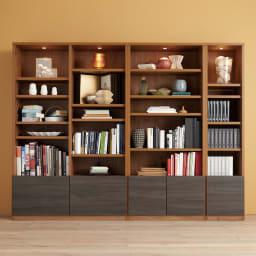 K'astani/カスターニ LEDライト付きバイカラーコレクション本棚 幅117.5cm コーディネート例※お届けは幅117.5cmです。