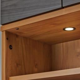 K'astani/カスターニ LEDライト付きバイカラーコレクション本棚 幅117.5cm LED付でコレクションを美しく照らします。