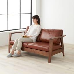 Green/グリーン ウォルナット天然木 木フレームレザーソファ ラブ・2人掛けソファ 幅158cm ソファの硬さはクッション性・ホールド感ともにしっかりとした座り心地
