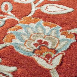 ベルギー製Adriana/アドリアーナ ウィルトン織マット レッド 多色の糸を使用し、細かい色の表現が美しいラグ。糸抜き加工で、柄が立体的に表現されています。