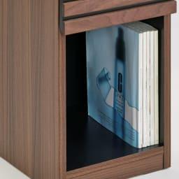 AlusStyle/アルススタイル チェストシリーズ ナイトテーブル 幅30cm高さ50cm オープン部にA4サイズの本がしまえます。雑誌などはもちろん、ティッシュケースなどの定位置にも。