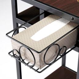 ベッドサイドマルチナイトテーブル ティッシュは専用カゴに収納。使うときは手前に引き出せます。