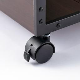 ベッドサイドマルチナイトテーブル キャスターはストッパーで固定できます。