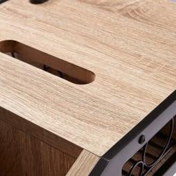 ベッドサイドマルチナイトテーブル 天板をくり抜きティッシュペーパーを取り出せる便利な設計