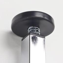 Shinevarie(シャインバリエ) クローゼットハンガーラック 幅120cm~200cm対応 突っ張り部分のアップ。天井にやさしく突っ張り、安定して設置できます。