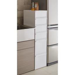 Carre/カレ ホワイトシステム衣類収納 冷蔵庫横の隙間収納としても。
