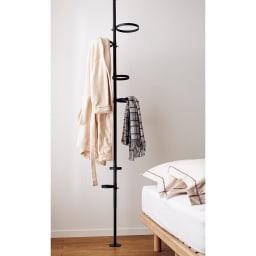 Euphy/ユフィ つっぱりハンガーラック サークル型 バスローブや部屋着のカーディガンをかけて、寝室のベッド横にも便利。