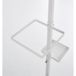 Euphy/ユフィ つっぱりハンガーラック スクエア型 ホワイト。リングの位置は自由に決められます。スクエアリングタイプには小物も置けるアクリル棚2枚も付属しています。