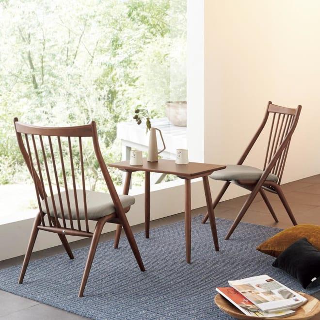 CASCADA/カスケード HOUSE STYLING別注チェア[HIDA・飛騨産業] テーブルとチェアを合わせて、リビングの片隅をくつろぎ用の小さなスペースに。