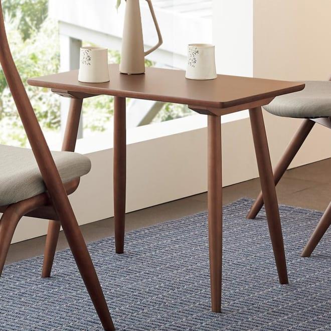 CASCADA/カスケード ティーテーブル[HIDA・飛騨産業] コンパクトなサイズ感で、リラックススペースとしては勿論、ちょっとした読書用の書斎スペースとしても。