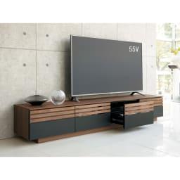 AlusStyle/アルススタイル  リビングシリーズ テレビ台 幅200.5cm 使用イメージ ウォルナットの無垢材と、ブラックレザー調の素材の組み合わせが魅力。