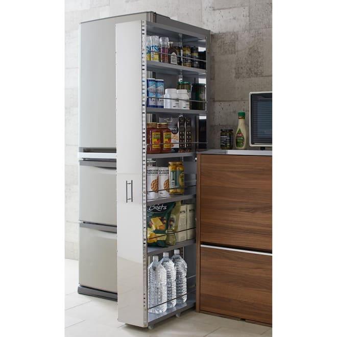 ステンレス製キッチンすき間収納ワゴン ハイタイプ(高さ159cm) 幅20cm奥行60.5cm たっぷりとした収納力と、ステンレスの素材感で高機能なシステムキッチンに設置しても見劣りしない高機能さが魅力です。