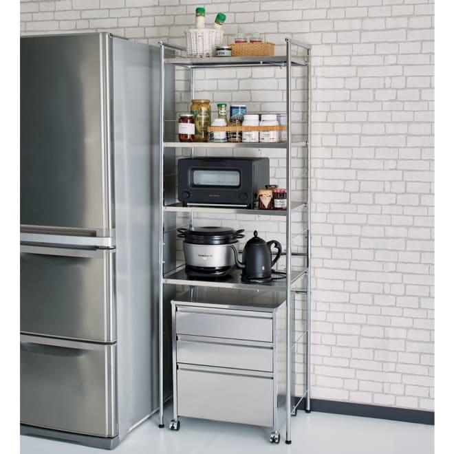 ステンレス棚ダストボックス上幅伸縮ラック 棚4段 [コーディネート例]※お届けはラックのみです。