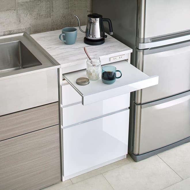 Marble Nome/マーブルノーム コンセント付き作業台 奥行55cm スライドテーブル付きで、キッチンの作業スペースが広がります。配線台・作業台・家電収納として。※画像は幅50cmです。