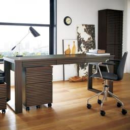 Gulf/ガルフ 格子デザインシリーズ デスク 幅180cm コーディネート例:プリンターカート、デスク幅180cm、サイドチェスト、ブックシェルフ ハイ、チェア ※お届けはデスク幅180cmです。