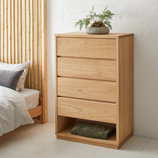 Sarasa/サラサ桐チェスト 幅75cm・4段(高さ115cm) 畳にもベッド横に置いても違和感のない、モダンな総桐たんす。一部に楠を使用し、虫の嫌いな樟脳の香りで防虫効果もプラス。