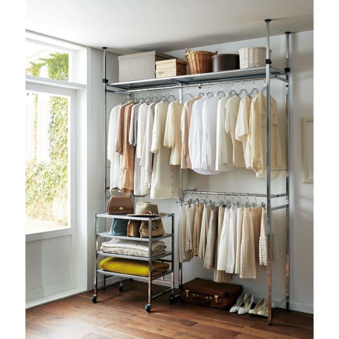 Shinevarie(シャインバリエ) クローゼットハンガーラック 幅120cm~200cm対応 お部屋の一角をスタイリッシュな収納空間に変えてくれるクローゼットです。(※写真左下のオープンラックは別売りです。)