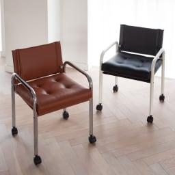 当店限定モデル Captain103/キャプテンチェア 人工皮革メッキフレーム[innovator・イノベーター] 座面の奥行きは44cm。少し深めで、ゆったりと腰かけてお寛ぎいただけます。 ※お届けはメッキフレームタイプです。