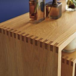 SHOJI/ショージ オケージョナルテーブル 幅116cm高さ72cm リビングテーブル/サイドテーブル[abode・アボード/デザイン:ウー・バホリヨディン] 接合部は金属部品を使用しない「組木」で仕上げられています。