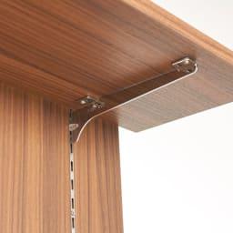 AlusStyle/アルススタイル  リビングシリーズ バックパネル付きコーナーテレビ台 幅119.5cm 棚は設置するテレビの高さにあわせて引っ掛けるだけの簡単仕様。
