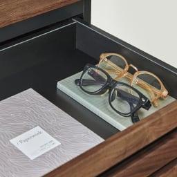 AlusStyle/アルススタイル シェルフシリーズ 上台:オープン&下台:引き出し 幅80cm高さ192cm 文房具などを収納できる浅引き出し。眼鏡やメモ帳、スマートフォンの充電器などをまとめて。