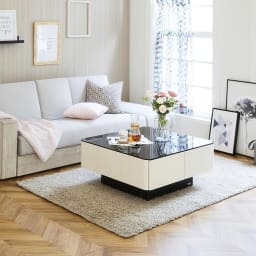 収納付きガラス天板リビングテーブル 80cm×80cm[国産] ガラス天板がエレガントなイメージをより演出します。