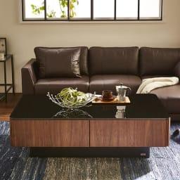 収納付きガラス天板リビングテーブル120cm×80cm[国産] ロースタイルソファに合わせやすいデザイン。ロータイプのテレビボードと合わせて、広々空間に。
