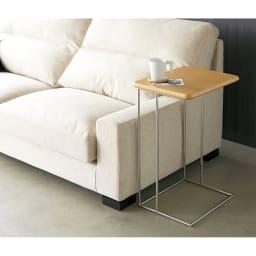ステンレス脚のソファテーブル 高さ65cm オーク 動かしやすいので、使いたいときに使いたい方向で使えます。(天板の高さ65cm)